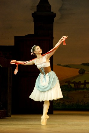 Alina Cojocaru - Fille - Photograph Tristram Kenton, courtesy of ROH
