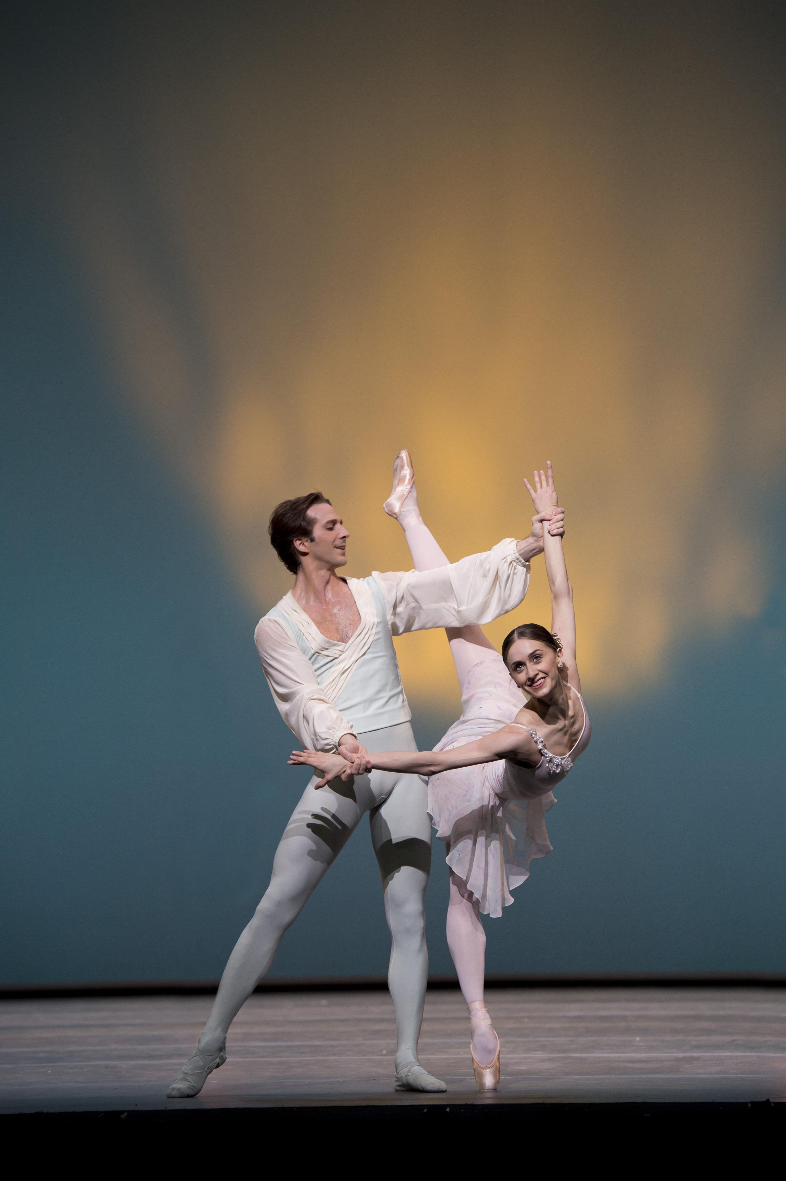 Marianela Nunez and Nehemiah Kish in Ballo della Regina - Photo Bill Cooper, courtesy of ROH