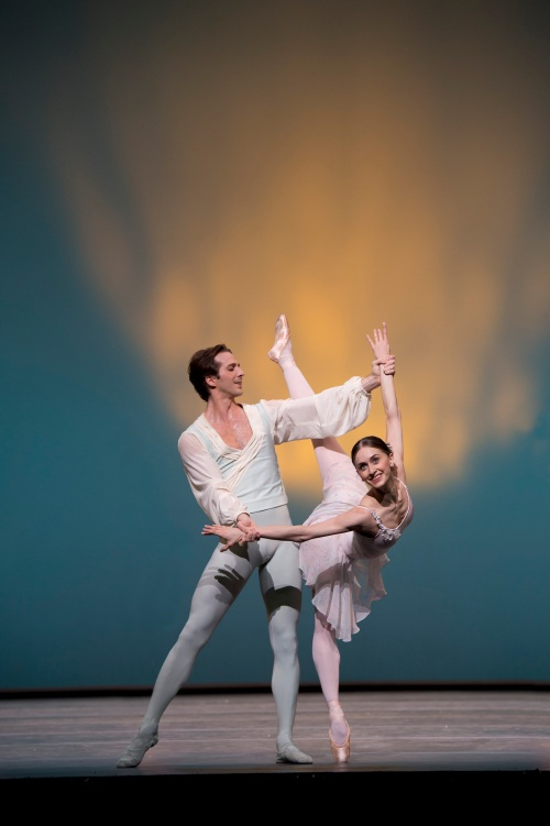 Marianela Nunez and Nehemiah Kish in Ballo della Regina - Photo Bill Cooper, courtesy of ROH