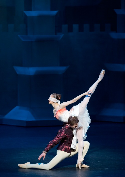 Marianela Nuñez and Nehemiah Kish in The Prince of the Pagodas - Photo Johan Persson - Courtesy of ROH