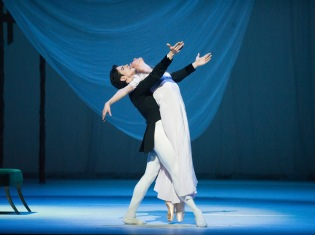 Federico Bonelli et Zenaida Yanowsky, Marguerite et Armand, photo Tristram Kenton, courtesy of ROH