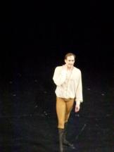 """Edward Watson : les lignes d'un prince de """"la Belle"""" alliées à un don d'expressionniste."""