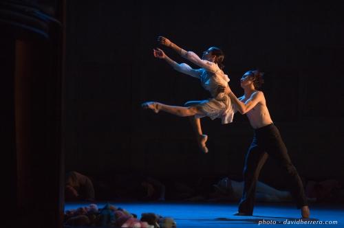 Julie Loria (La Belle) et Takafumi Watanabe (La Bête) - crédit David Herrero. Courtesy of Ballet du Capitole.