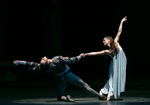 Roméo et Juliette, Seregi. Ballet national hongrois. Aleszja Popova et Levente Bajari. Photographie : Szilvia Csibi. Courtesy of magyar Nemzeti Balett