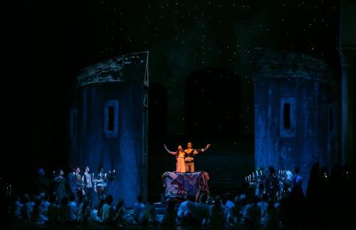 Roméo et Juliette, Seregi. Ballet national hongrois. Scène finale. Photographie : Szilvia Csibi. Courtesy of magyar Nemzeti Balett