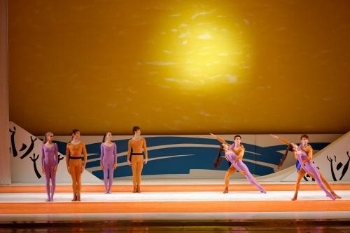 Icare : Les amis dans le décor de Picasso. Photographie Sigrid Colomyès. Courtesy of Opera National de Bordeaux