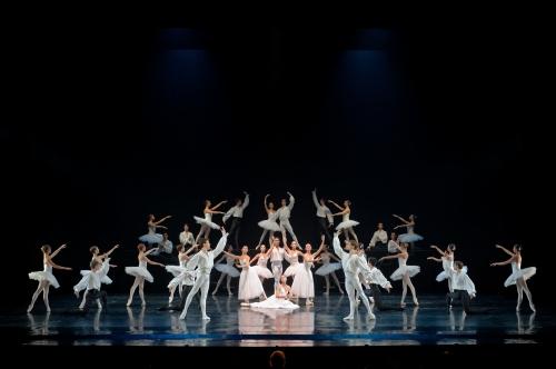 Suite en Blanc : Ballet de l'Opéra de Bordeaux. Photographie Sigrid Colomyès. Courtesy of Opéra National de Bordeaux