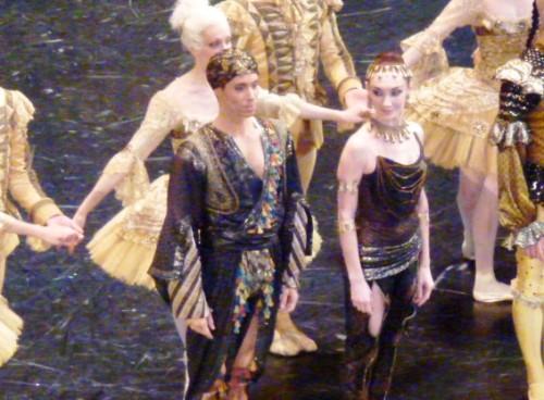 Julien Meyzindi et Eve Grinztajn (danse arabe)