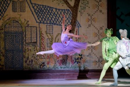 Alice's Adventures in Wonderland. Alice : Francesca Hayward . Fish, Tristan Dyer.  Frog, Luca Acri. ©ROH 2014. Photographed by Bill Cooper