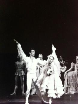Laurent Hilaire (le prince) et Delphine Moussin (une princesse). Lace des Cygnes de Bourmeister (acte 1)