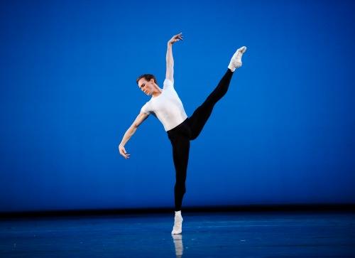 Triple Bill-Royal Ballet-ROH. Photographed by Tristram Kenton. Edward Watson in The Four Temperaments.