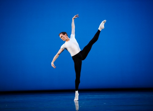 Triple Bill-Royal Ballet-ROH. Photographed by Tristram Kenton. Edward Watson in The Four Temperaments.