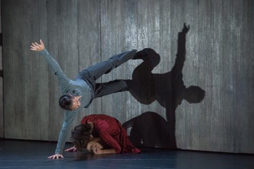 """Walking Mad"". Shizen Kazama et Julie Loria. Photo : David Herrero"