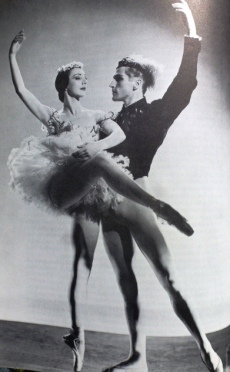 """Rosella Hightower et Erick Brühn dans la production originale de """"Thème"""""""