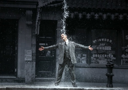 SINGIN'IN THE RAIN, Dan Burton (Don Lockwood). Photo by Patrick Berger.
