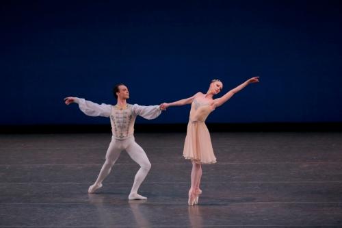 Teresa Reichlen and Tyler Angle in George Balanchine's Tschaikovsky Piano Concerto No. 2. Photo credit Paul Kolnik. Courtesy of Les Etés de la Danse