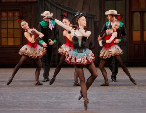Teresa Reichlen - Western Symphony - Photo Paul Kolnik - courtesy of Les Étés de la danse