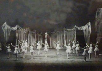 Sérénade, scène d'ouverture, 1947.