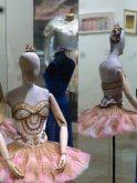 """Costume de Christian Lacroix pour le 4ème mouvement """"perle"""" du Palais de Cristal (2014)"""