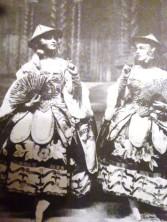 Deux princesses de porcelaine dans la production 1921.