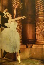 et du lyrisme (ici au foyer de la Danse avec son partenaire, mentor et Pygmalion Serge Lifar)