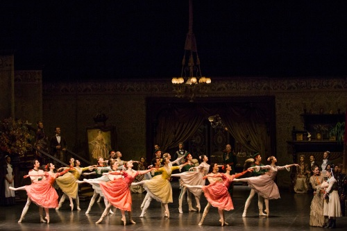 Der Nussknacker - Trois distributions sur scène - Courtesy of Hamburg Ballett - copyright Kiran West