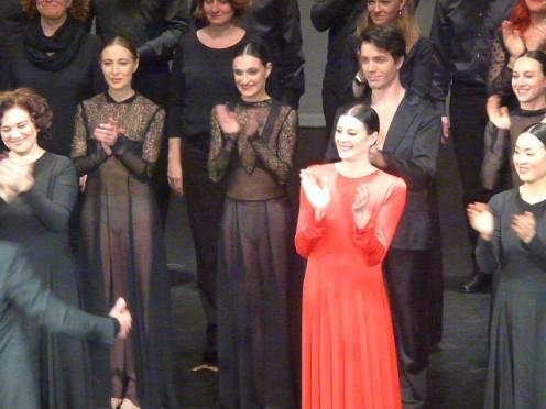 Marie Agnès Gillot saluant le chef Thomas Hengelbrock dirigeant ce qui n'est pas ma favorite version orchestrale de cet opéra.