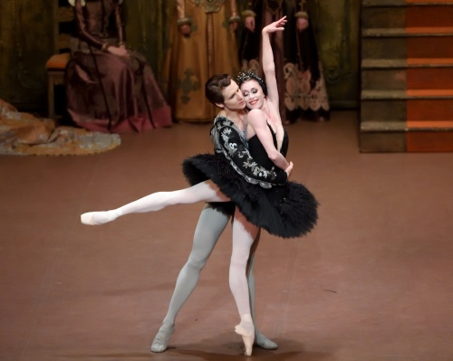Anna Osadcenko and David Moore in Swan Lake, © Stuttgart Ballet