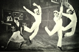 Fancy Free, 1946, Photographie de Baron. Jerome Robbins, 3e marin à droite.