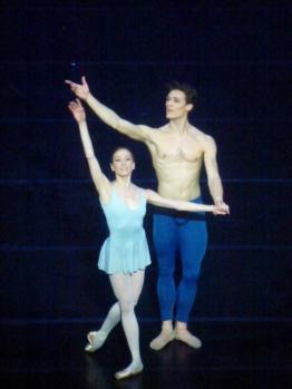 3 Gnossiènes. Un couple au parfait mais désincarné (Ludmila Pagliero et Hugo Marchand)...